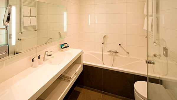 Design Badkamer Utrecht : Comfort deluxe kamer van der valk hotel de bilt utrecht
