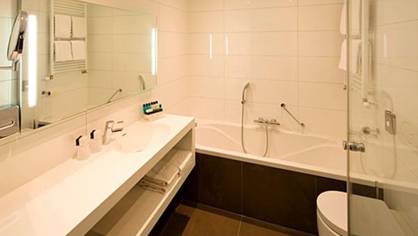 Design Badkamers Utrecht : Comfort deluxe room van der valk hotel de bilt utrecht